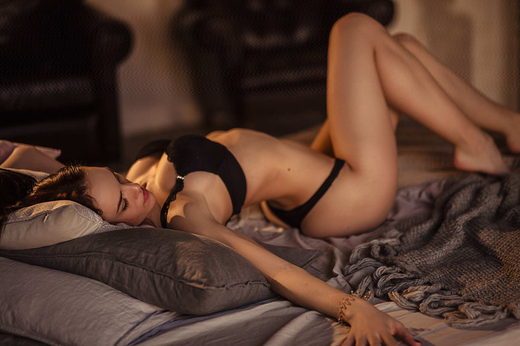 megahookup girl on a bed